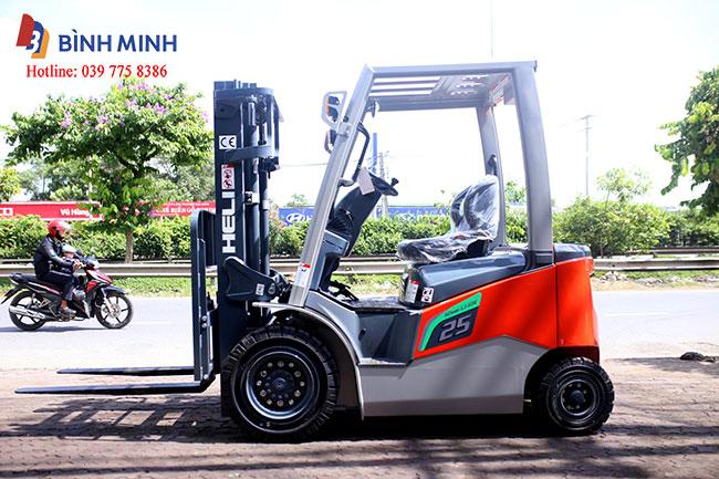 xe nâng điện lithium 2.5 tấn